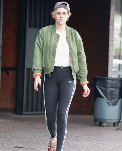 kristen-stewart-dark-gym-legging02